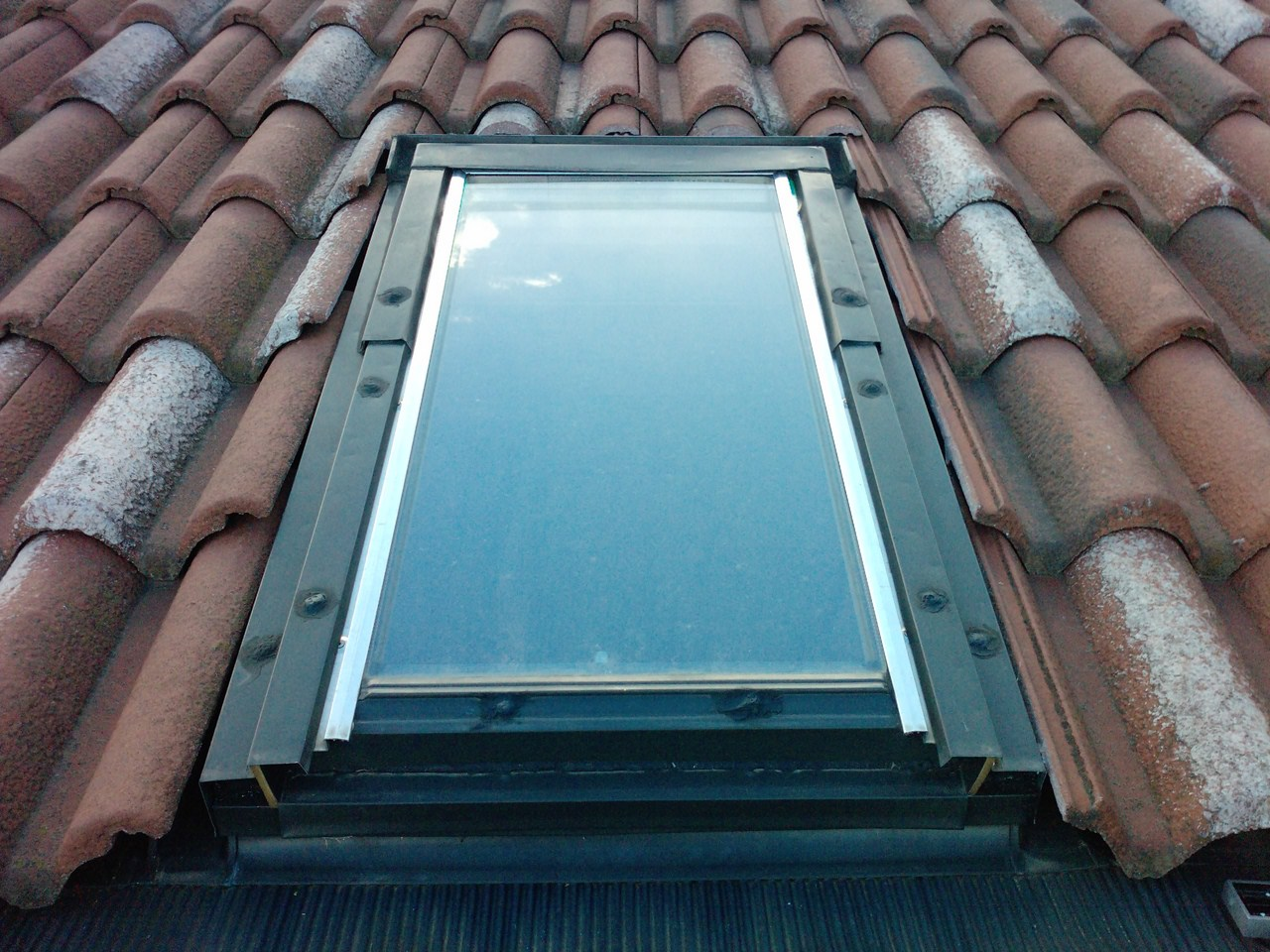 Finestra per tetti ripariamola dalla grandine for Faelux srl finestra per tetti