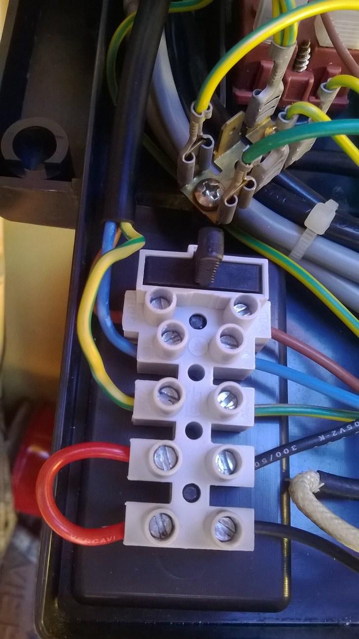 Collegamenti elettrici tra un termostato ed una caldaia - Caldaia per casa 3 piani ...
