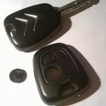 Sostituire il guscio della chiave auto